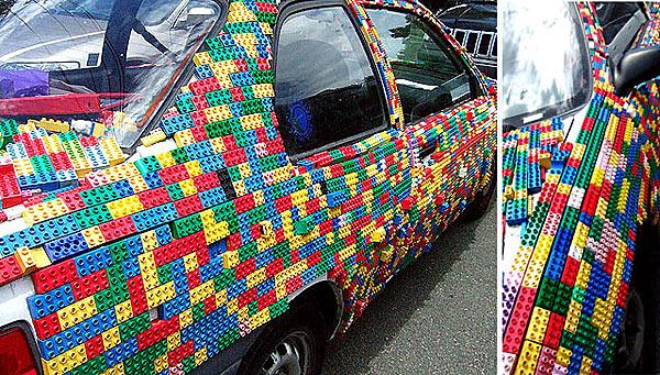 Ковер из накленных кирпичиков Lego - www.darkroastedblend.com