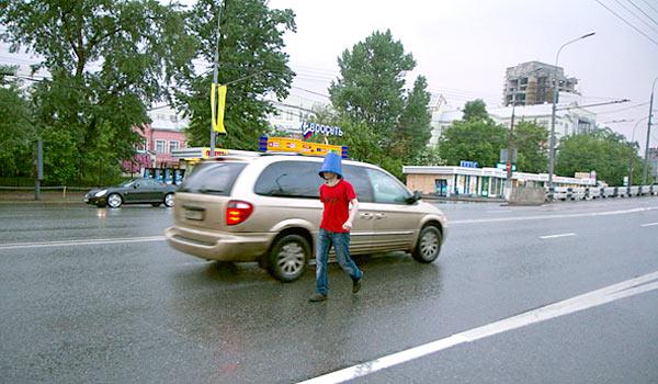 Философы на дорогах с синими ведерками