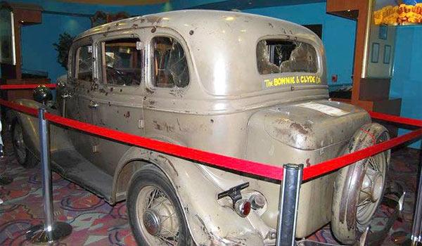 В этом Ford v8 были застрелены Бонни и Клайд