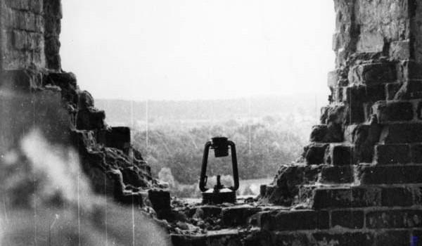 Внутри разоренного храма в окрестностях Самары