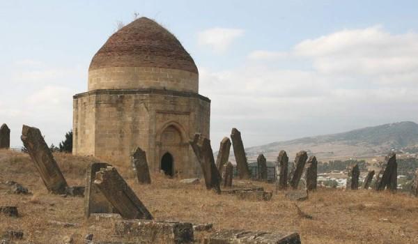 Мавзолей Эди Гумбез (15-го век) в Шемахе (Азербайджан),(фото: retlaw snellac).