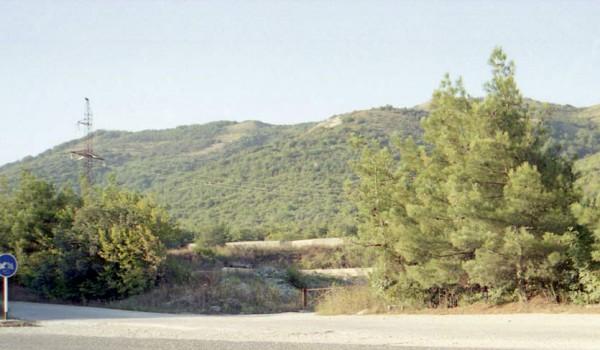 Редкий горный пейзаж по дороге в Геленджик. 1997 год.