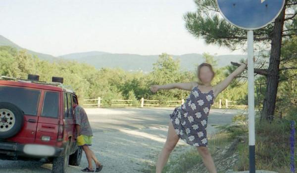Кое-кто даже изображал хитрую автостопщицу. 1997 год.