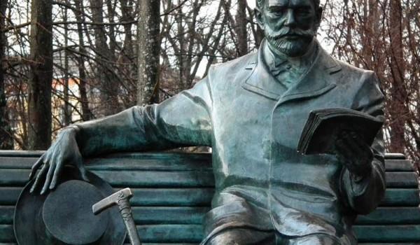 Памятник Чайковскому в Клину. 2010 год.