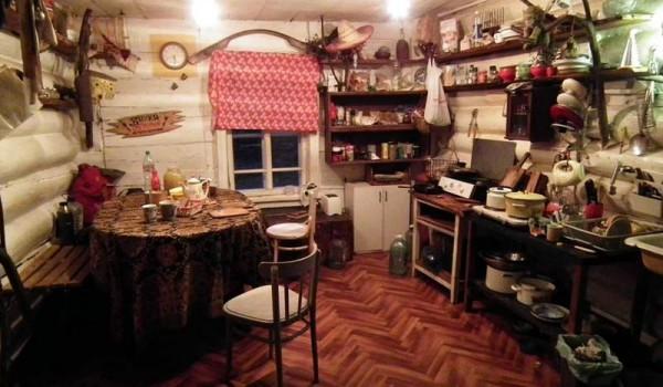 Гостевая хата в Дубровке с накрытым для нас столом. 2010 год.