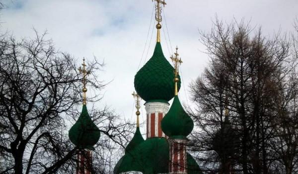 Купола церкви в Переславле-Залесском.