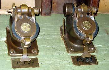 Входы для отправки капсулы имеют автоматическую блокировку, если почта перегружена.