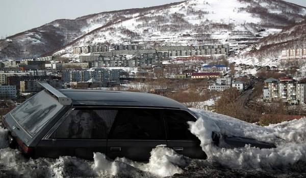 Зимой по Петропавловску-Камчатский ездить опасно на машине - большинство улиц покрыты льдом до весны.