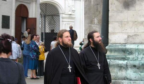 Православные священники в Донском монастыре. Москва, 2005 год.