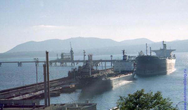 Вид с трассы на нефтеналивную базу Новороссийска. 1997 год.