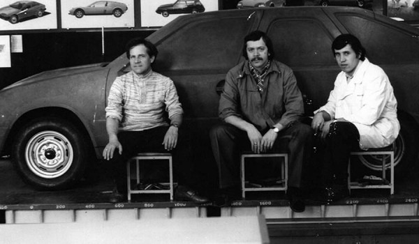 Макет ИЖ-19-01, переходный этап к ИЖ-2126. В центре – Владимир Савельев. 1976 год.