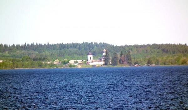 Вид на церковь со стороны Лакшма озера. Архангельская область. 2011 год.