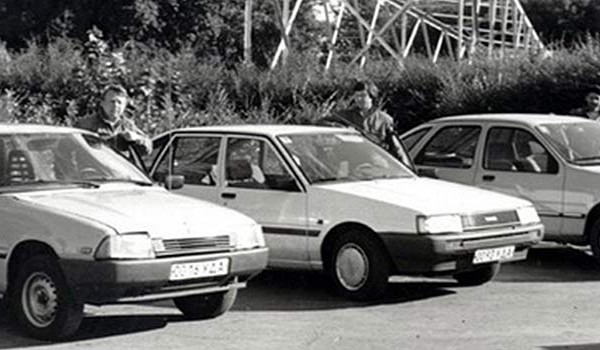 Ходовой прототип серии «О 3» перед гос.испытаниями. 1984 год. Рядом Toyota Corolla и Ford Sierra.