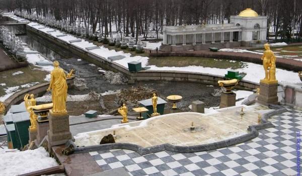 Петергоф в зимней спячке. 2011 год.