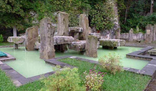 Термальный памятник в Мацесте. Сочи. 2004 год.