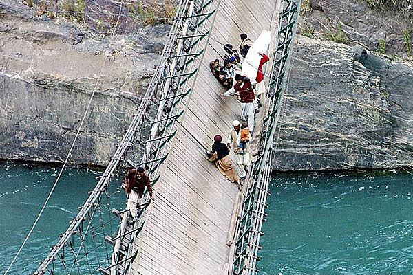 Подвесной мост через реку Bara Pani