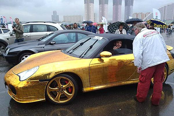 Porsche 911? обшитый золотом.