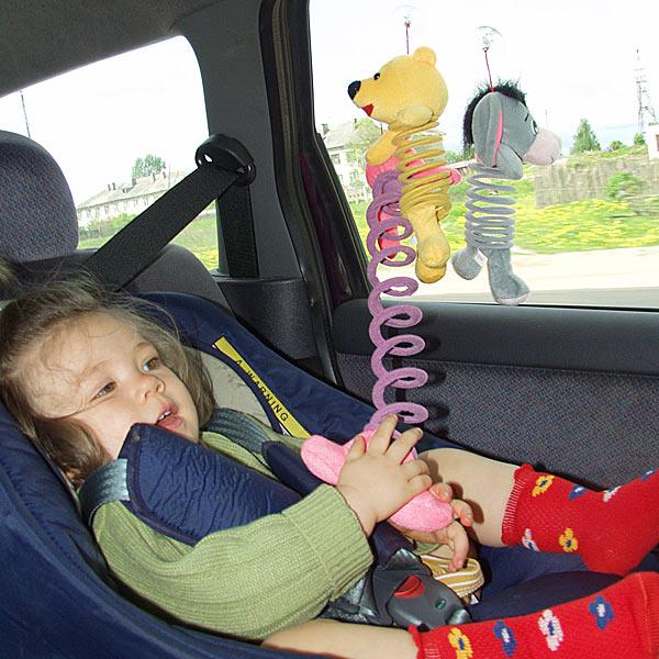В салоне автомобиля ребенок должен себя чувствовать комфортно и безопасно.