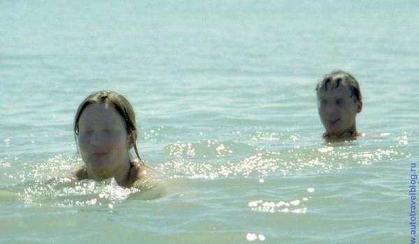 А кто-то просто купался и наслаждался жизнью на курорте.