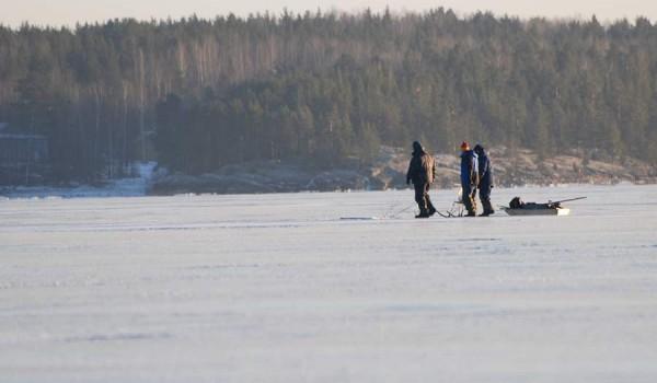 Карельские любители рыбалки (фото: jeffinmoscow).