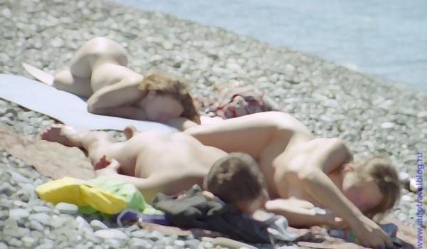 Жаркое черноморское солнце и в сентябре ласкало наши тела. 1997 год.