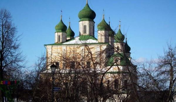 Большой православный собор в Переславле-Залесском.