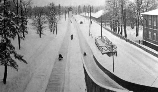 """Катание с гор в Императорском речном яхт-клубе. """"Столица и усадьба"""", 1915 год."""