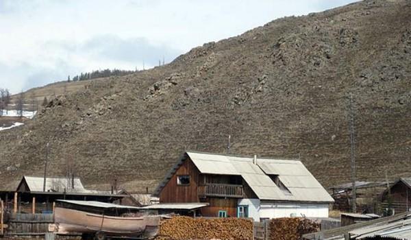 У берега Байкала. Поселок Байкальское. 2010 год.