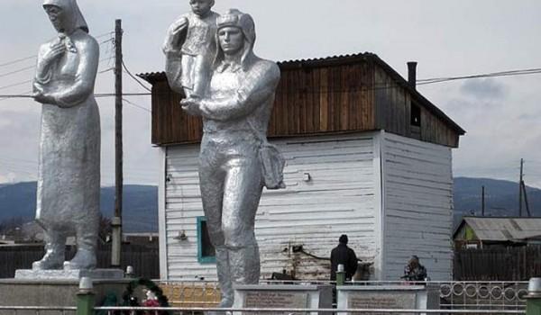 Памятник героям. Поселок Байкальское. 2010 год.