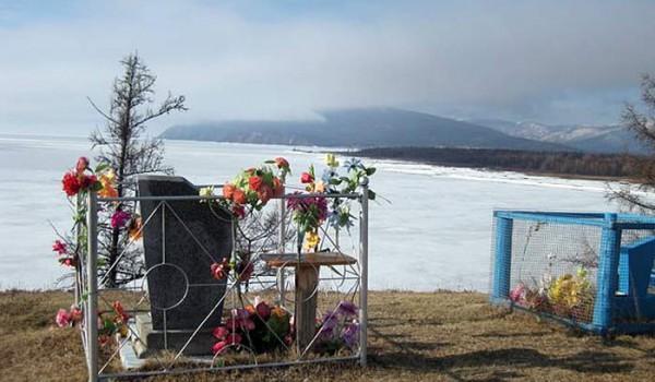 Местное кладбище. Поселок Байкальское. 2010 год.