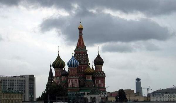 Храм Василия Блаженного ранним хмурым утром. Москва, 2005 год.