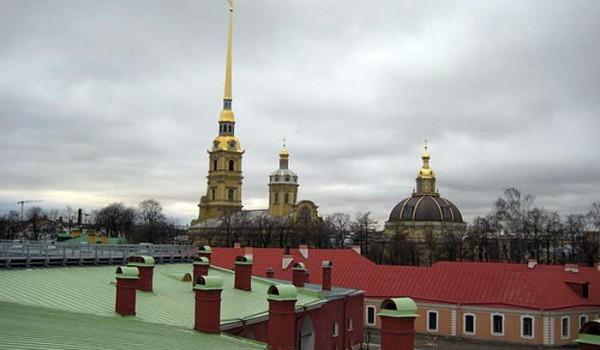 Так выглядит Петропавловская крепость из окна моего номера в отеле. 2010 год.