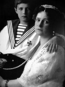 Императрица Александра и цесаревич Алексей Романовы.