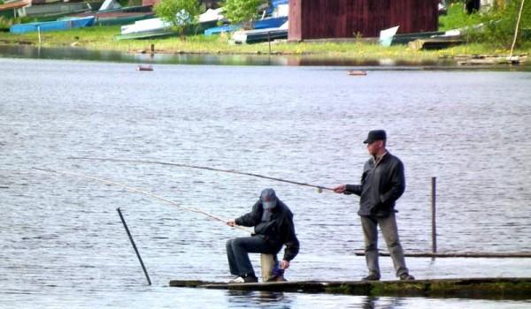 Местные рыбаки в Лядино. Архангельская область. 2011 год.