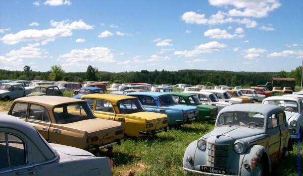 Музей раритетных автомобилей в селе Черноусово. Тульская область. 2011 год.