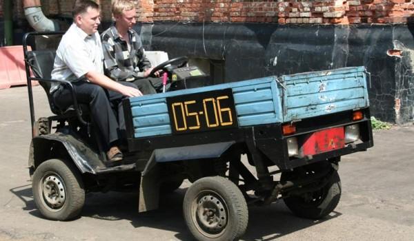 Ока-Х1 – самоходное шасси на базе «Оки», рассчитанное на установку бортовой платформы.