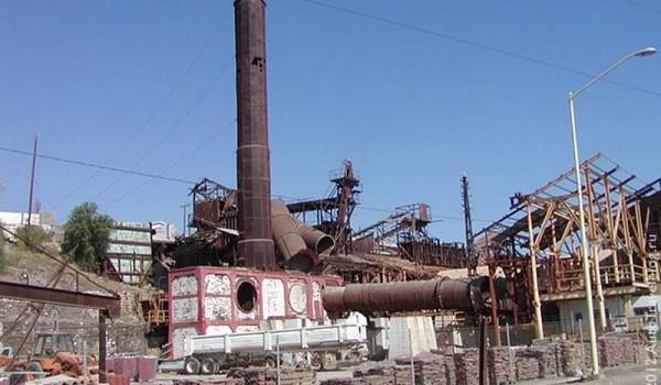 Заброшенный медеплавильный завод. Санта-Розалия. Мексика. 2011 год.