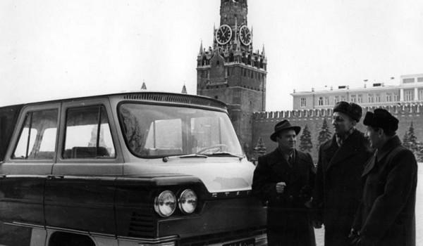 Микроавтобус «Старт», (слева направо) Геннадий Дьяченко, Алексей Иванов, Михаил Любонихер. Москва. 1962 год.